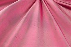 Lyxig torkduk för röd bakgrund eller krabba veck av för textursatäng för grunge siden- sammet Royaltyfri Bild