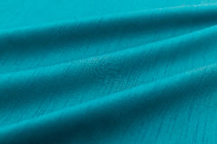 Lyxig torkduk för turkosbakgrund eller krabba veck av siden- textursatäng för grunge Arkivbild