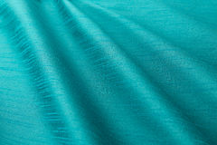 Lyxig torkduk för turkosbakgrund eller krabba veck av siden- textursatäng för grunge Arkivfoton
