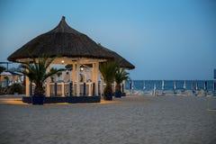 Lyxig tropisk strandrestaurang Arkivfoto