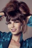 Lyxig ung modemodell Härlig trendig flicka stilfullt Royaltyfria Bilder
