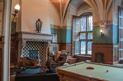 Lyxig vardagsrum i De Haar Castle, nära Utrecht arkivbild