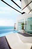 Lyxig villa med havsikt Arkivbild