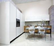 lyxig visningslokal för kök Arkivfoton