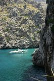 lyxig yacht för kust Royaltyfri Foto