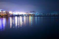 Lyxig yacht i porten på natten Royaltyfri Foto