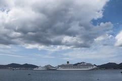 Lyxig yacht och crusecosta Royaltyfri Fotografi
