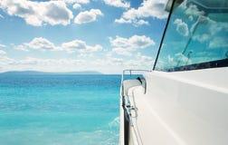 Lyxig yacht på havet fotografering för bildbyråer