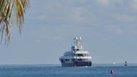 Lyxig yacht som avgår Miami Beach lager videofilmer