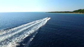 Lyxig yacht som kryssar omkring i Grekland arkivfilmer