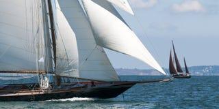 Lyxig yachtsegling royaltyfria foton