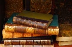 Lyxiga antikvitetböcker Arkivbild
