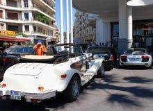 Lyxiga bilar i Cannes Royaltyfria Foton