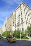 Lyxiga bostads- byggnader på den 5th avenyn, Manhattan Arkivbild