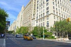 Lyxiga bostads- byggnader på den 5th avenyn, Manhattan Arkivfoto