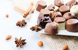 Lyxiga brända mandlar för söt choklad Royaltyfri Fotografi
