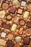 Lyxiga choklader i ask Royaltyfria Foton