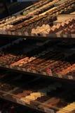 Lyxiga choklader på en lagerskärm Arkivfoton