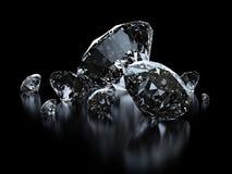 Lyxiga diamanter på svart bakgrund Arkivfoton