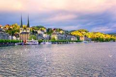 Lyxiga hotell på stranden av sjön Lucerne, Lucerne stad, S Royaltyfri Fotografi
