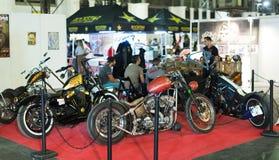 Lyxiga motorcyklar på utställningen Royaltyfria Bilder