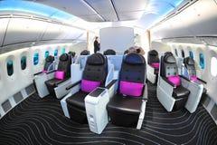 Lyxiga och rymliga platser för affärsgrupp i en Boeing 787 Dreamliner på Singapore Airshow 2012 Royaltyfri Fotografi