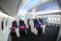 Lyxiga platser för affärsgrupp i den nya Boeing 787 Dreamliner på Singapore Airshow 2012 Arkivbild