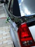 lyxigt bröllop för bukettlimousine Arkivbilder