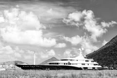 Lyxigt fartyg eller skepp på berget royaltyfri fotografi