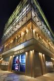 Lyxigt Gucci uttag på natten, Shanghai, Kina Arkivbild