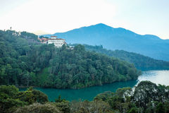 Lyxigt hotell nära solmåne sjön, Taiwan Royaltyfri Bild
