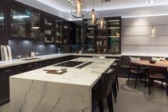 Lyxigt marmoröverkantkök Royaltyfria Bilder