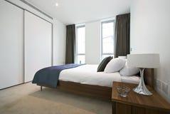 lyxigt modernt för sovrum royaltyfria foton
