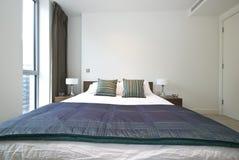 lyxigt modernt för sovrumdetalj Arkivfoto