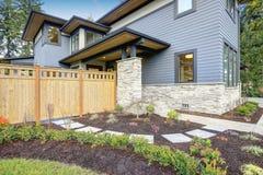 Lyxigt nybyggnadhem i Bellevue, WA fotografering för bildbyråer