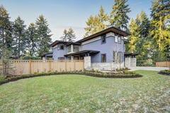 Lyxigt nybyggnadhem i Bellevue, WA royaltyfri fotografi
