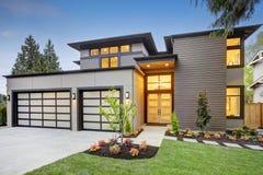 Lyxigt nybyggnadhem i Bellevue, WA Arkivfoton