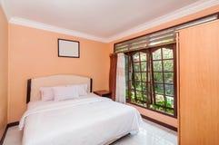 Lyxigt och härligt sovrumhotell Arkivfoton