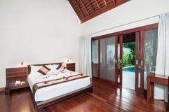 Lyxigt och romantiskt sovrumhotell Arkivfoton