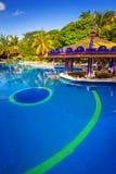Lyxigt simbassänglandskap i Mexico Arkivfoton
