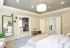 lyxigt sovrum Arkivbild