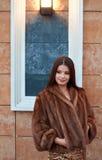 lyxigt ståendekvinnabarn Royaltyfri Fotografi