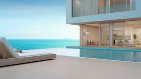 Lyxigt strandhus med havssiktssimbassängen och terrass i den moderna designen, vardagsrumstolar på trägolvdäck på semesterhemmet stock video