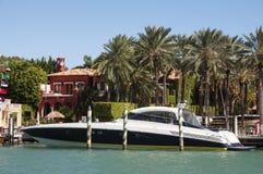 Lyxmotoryacht i Miami arkivbilder