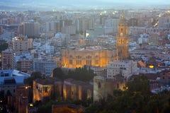 Màlaga mit Kathedrale am Abend spanien Lizenzfreies Stockbild