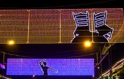 MÀLAGA, SPANIEN - AUGUST, 14: Nachtlichter und angemessene Anziehungskräfte Stockfotos