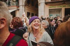MÀLAGA, SPANIEN - 8. MÄRZ 2018: Tausenden Frauen nehmen am feministischen Streik am Frauen-Tag im Stadtzentrum von Màlaga teil Stockbilder