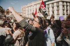 MÀLAGA, SPANIEN - 8. MÄRZ 2018: Tausenden Frauen nehmen am feministischen Streik am Frauen-Tag im Stadtzentrum von Màlaga teil Lizenzfreies Stockfoto