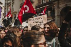 MÀLAGA, SPANIEN - 8. MÄRZ 2018: Tausenden Frauen nehmen am feministischen Streik am Frauen-Tag im Stadtzentrum von Màlaga teil Lizenzfreies Stockbild