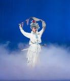 """A mágica ato do batedor de ovos- do quinto rouba o  branco imortal-Kunqu de Opera""""Madame Snake†imagens de stock royalty free"""